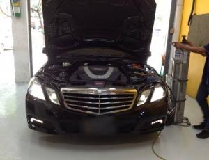 BENZ E Class แอร์รถยนต์ มีกลิ่นเหม็นต้องรื้อคอลโซล