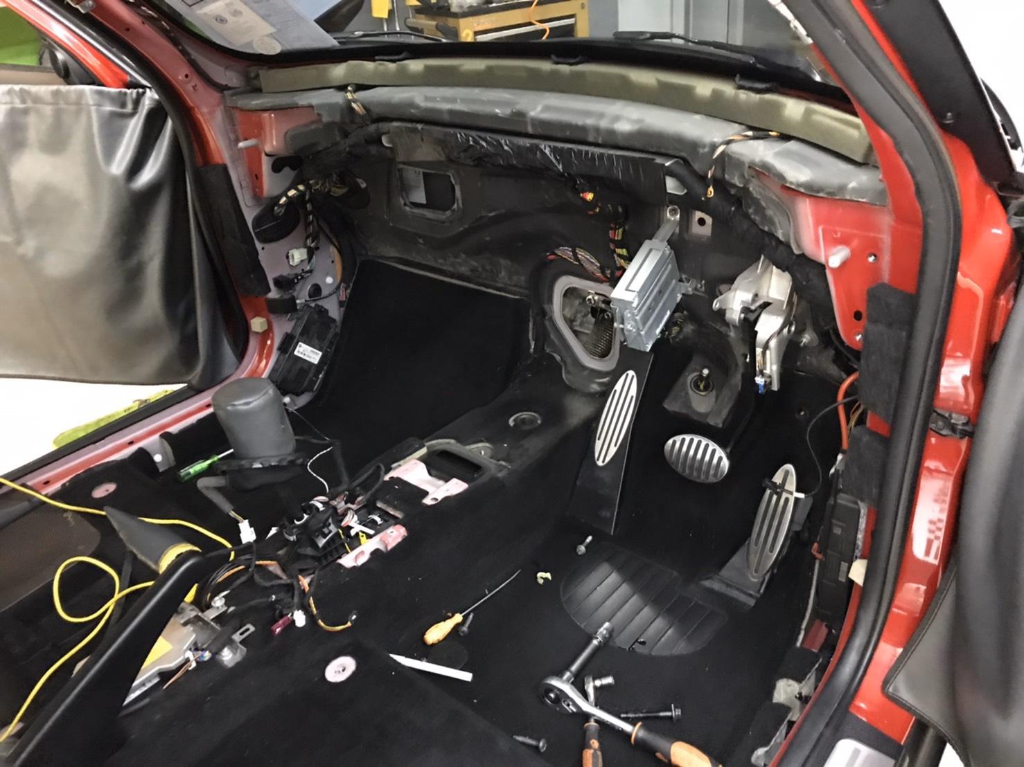 ซ่อมแอร์รถยนต์ MINI R56