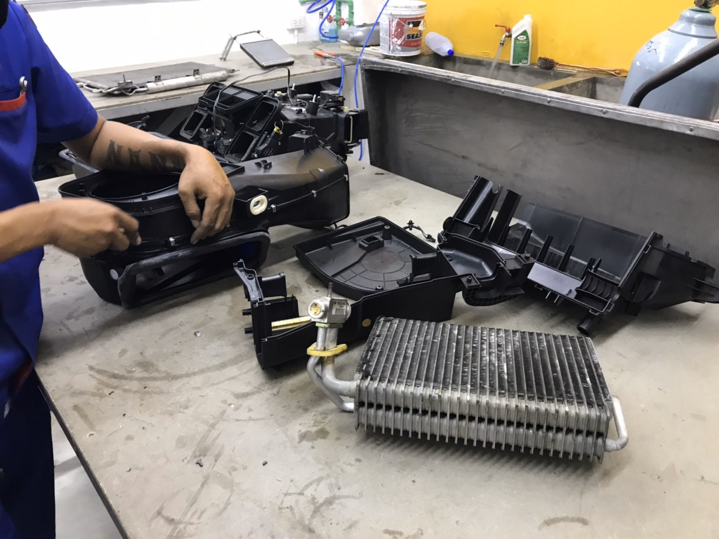 ซ่อมแอร์รถยนต์ BenzW211